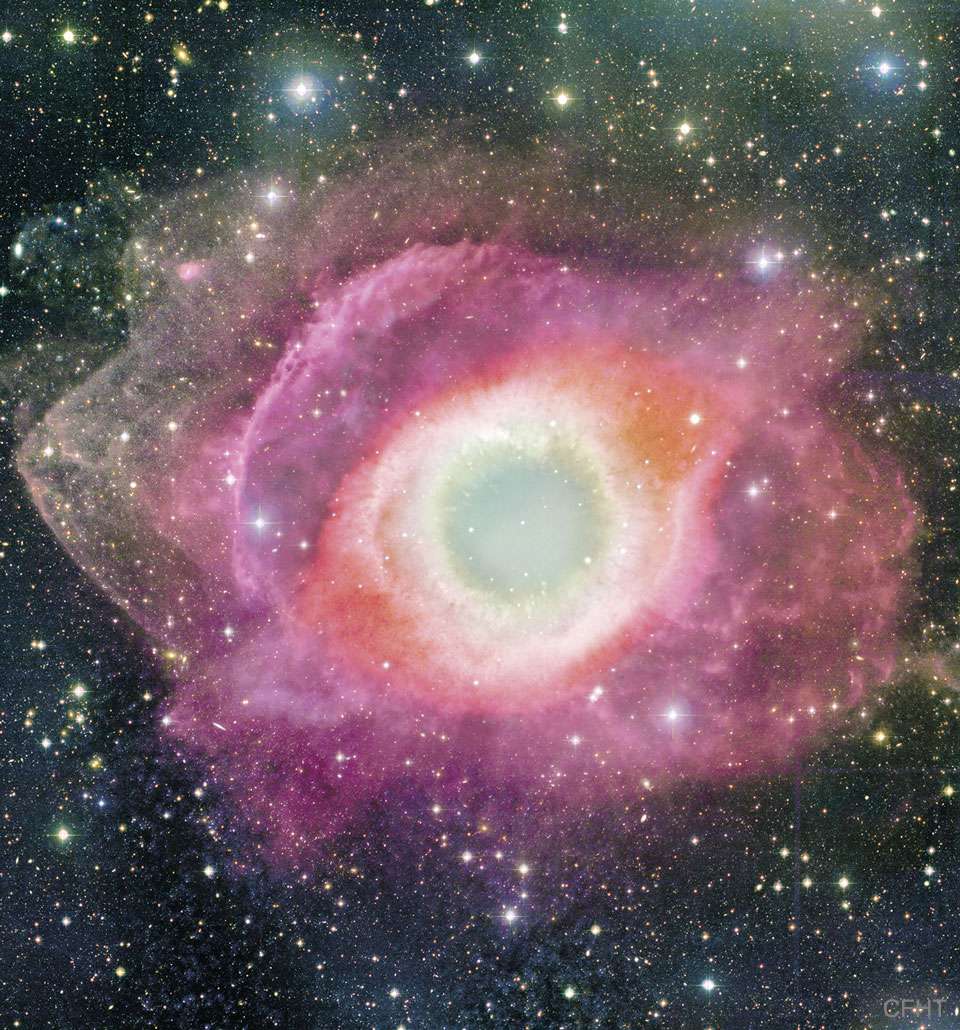 Der Helixnebel mit der Bezeichnung NGC 7293 ist etwa 2,5 Lichtjahre groß liegt ungefähr 700 Lichtjahre entfernt im Sternbild Wassermann (Aquarius).